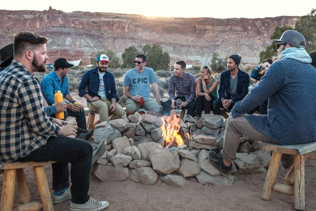 Priatelia pri ohni