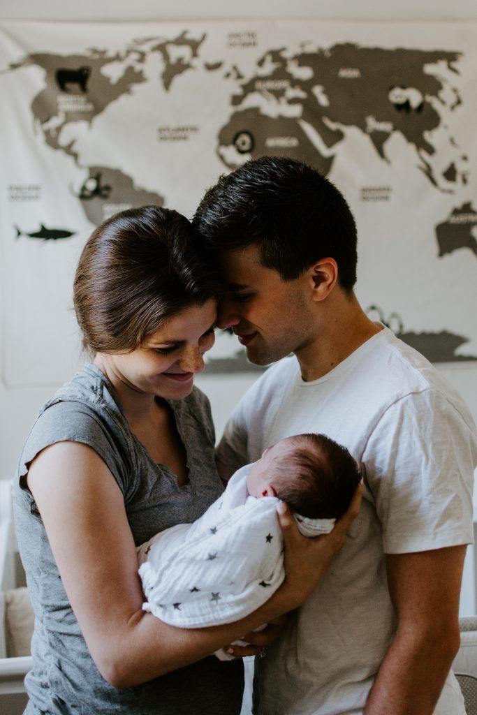 Otec a mama s bábätkom
